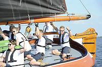 ZEILEN: ECHTERNERBRUG: IFKS Skûtsjesilen, schipper Geale Tadema met het skûtsje van Eastermar, ©foto Martin de Jong