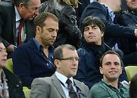 FUSSBALL  EUROPAMEISTERSCHAFT 2012   VORRUNDE Spanien - Irland                     14.06.2012 Co-Trainer Hansi Flick und Trainer Joachim Loew (re, beide Deutschland) zu Gast auf der Tribuene