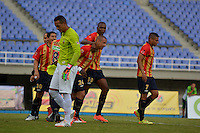 PEREIRA -COLOMBIA-04-10-2014. Samuel Vanegas (#24) jugador Aguilas Pereira celebra un gol anotado a Envigado FC en partido por la fecha 13 de la Liga Postobon II 2014 jugado en el estadio Hernán Ramírez Villegas de Pereira./ Samuel Vanegas (#24) player of Aguilas Pereira celebrates a goal scored to Envigado FC for the 13th date of the Postobon League II 2014 played at Hernan Ramirez Villegas of Pereira city.  Photo:VizzorImage/ CONT