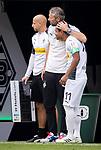Trainer Marco Rose (Bor. Moenchengladbach) (links) herzt Raffael (Bor. Moenchengladbach) bei seiner Einwechslung seines letzten Spieles.<br /><br />27.06.2020, Fussball, 1. Bundesliga, Saison 2019/20, 34. Spieltag, Borussia Moenchengladbach - Hertha BSC Berlin, <br /><br />Foto: MORITZ MUELLER/POOL/via/Meuter/Nordphoto<br />Only for Editorial use