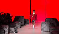 S&Atilde;O PAULO,SP, 28.10.2016 - SPFW-COCA COLA JEANS - O medalhista ol&iacute;mpico, Arthur <br /> Mariano, se apresenta com a equipe da grife Coca-Cola Jeans durante a S&atilde;o Paulo <br /> Fashion Week N42 no Parque do Ibirapuera na regi&atilde;o sul de S&atilde;o Paulo nesta sexta-<br /> feira, 28. <br /> <br /> (Foto: Fabricio Bomjardim/Brazil Photo Press)