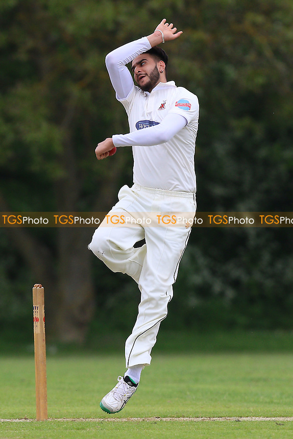 Mohib Shah in bowling action for Hornchurch during Hornchurch CC vs Shenfield CC, Shepherd Neame Essex League Cricket at Harrow Lodge Park on 21st May 2016