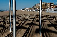 "Daniel Buren's installation ""Le vent souffle où il veut"" on the beach of De Haan / Wenduine, in the Beaufort 03 Triennial for Contemporary Art by the Sea (Belgium, 29/03/2009)"
