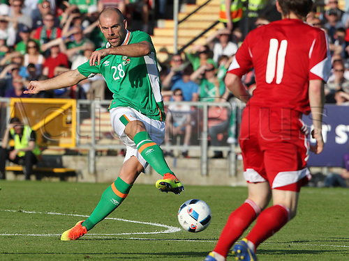 31.05.2016, Turners Cross Stadium, Cork, Ireland. International football friendly between republic of ireland and Belarus.  Darron Gibson of Republic of Ireland  gets his shot on goal