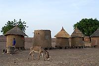 BURKINA FASO, drought in Boken, food silo made from clay / BURKINA FASO, Duerre in Boken, Lebensmittelspeicher aus Lehm