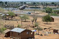 MOZAMBIQUE, Moatize, Cabanga settlement will be demolished for the extension of Rio Tinto coal mine, the peoples will be resettled in Mwaladzi 40 km away, behind Revuboé river and Airport Tete  / MOSAMBIK, Moatize, fuer die Erweiterung der Benga Kohlemine von Rio Tinto, wurde 2014 an das indische Konsortium ICVL verkauft, wird die Ortschaft Cabanga abgerissen, die Bewohner werden 40 km von Moatize enfernt nach Mwaladzi umgesiedelt, Bruecke ueber den Revuboé Fluss, Airport Tete
