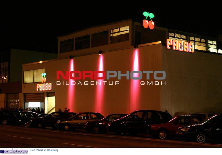 Aussenansicht mit Neon-Schriftzug und Logo (zwei Kirschen) des Clubs PACHA an der Nordkanalstrasse 46 in Hamburg.<br /> Foto &copy; nordphoto / Volker Sarbach<br />  *** Local Caption *** Foto ist honorarpflichtig! zzgl. gesetzl. MwSt.<br />  Belegexemplar erforderlich<br /> Adresse: nordphoto<br /> Georg-Reinke-Strasse 1<br /> 49377 Vechta