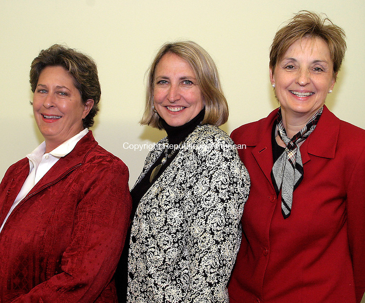TORRINGTON, CT -26 SEPTEMBER 2008 092608DA07- Event Vice-Chairwomen Nancy Garfield of LItchfield Bancorp, left,  Rep. Roberta B. Willis, D-Lakeville, center, and event Chairwoman Marty Mancuso of Charlotte Hungerford Hospital, right, at the WOW! Forum, Celebrating Connecticut Women, held Friday at the Carole &amp; Ray Neag Performing Arts Center in Torrington.<br /> Darlene Douty/Republican-American