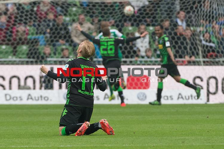 16.05.2015, Weser Stadion, Bremen, GER, 1.FBL. Werder Bremen vs Borussia Moenchengladbach, im Bild<br /> <br /> 0 zu 2 durch Raffael (Borussia M&ouml;nchengladbach) <br /> jubel Oscar Wendt (Borussia M&ouml;nchengladbach) <br /> Marvin Schulz (Borussia M&ouml;nchengladbach)<br /> <br /> Foto &copy; nordphoto / Kokenge