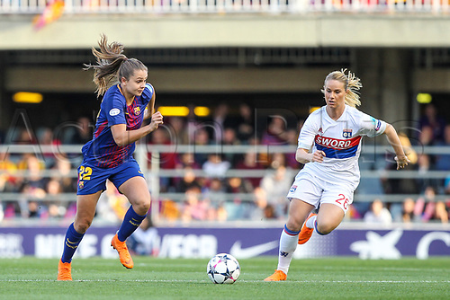 28th March 2018, Mini Estad, Barcelona, Spain; Womens Champions League football, quarter final, 2nd leg, Barcelona Women versus Lyon Women; Martens of FC Barcelona drives the ball forward pressured by Amandine Henry