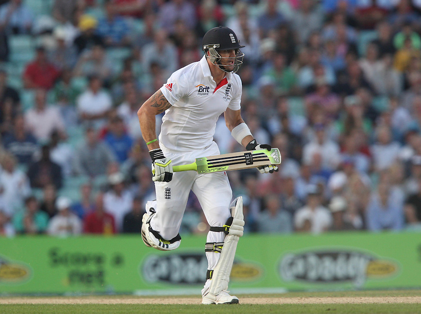 England's Kevin Pietersen  in action<br /> <br /> Photo by Kieran Galvin / CameraSport<br /> <br /> International Cricket - Fifth Investec Ashes Test Match - England v Australia - Day 5 - Thursday 25th August 2013 - The Kia Oval - London<br /> <br /> &copy; CameraSport - 43 Linden Ave. Countesthorpe. Leicester. England. LE8 5PG - Tel: +44 (0) 116 277 4147 - admin@camerasport.com - www.camerasport.com