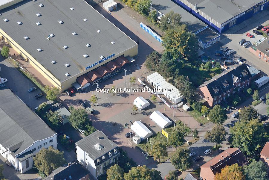 Fluechtlingslagerhalle Max Bahr in Bergedorf: EUROPA, DEUTSCHLAND, HAMBURG 03.10.2015:  Fluechtlingslagerhalle Max Bahr in Bergedorf