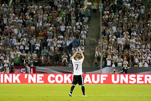 31.08.2016 Moenchengladbach, Germany. International football freindly. Germany versus Finland. Bastian Schweinsteiger leaves the field of play and thanks the fans