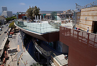 CREDIT: Daryl Peveto/LUCEO for The Wall Street Journal.SLUG: Macerich .ASSIGNMENT ID: 4429..Santa Monica, California, June 24, 2010 - A view of the rooftop patio of the Santa Monica Place mall, which is receiving a $265 million makeover. Located at the end of Santa Monica's bustling Third Street Promenade and just two blocks from the Santa Monica Pier, the open-air mall is in the heart of Santa Monica's shopping district. The 2.5-year effort called for closing the dour, 28-year-old mall in early 2008, stripping it to its steel frame and remaking it as a modern shopping venue with several cutting-edge features. The three-level complex has no roof, reflecting the trend of recent years toward building open-air malls. Its first two levels are populated with a mix of fashion and luxury retailers including Tiffany & Co. and Juicy Couture sprinkled among big-box stores such as Nike and furniture-and-décor seller CB2. The mall will be anchored by Nordstrom and Bloomingdales. Retailers on its ground floor surround an expansive plaza. Santa Monica Place's bigger departure from the typical mall format is its third floor, which will be occupied entirely by restaurants. The collection is anchored by six high-end, chef-helmed eateries including the Ozumo sushi restaurant. Joining them are eight casual eateries and a gourmet market where shoppers can find groceries and meals to go. One of the restaurants' main selling points will be that their patio dining areas offer views of the Pacific...