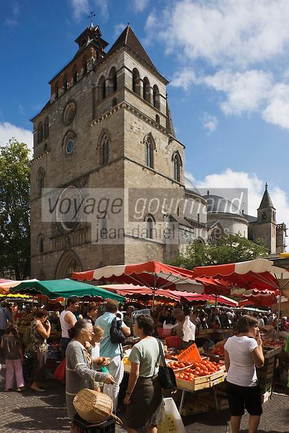 Europe/France/Midi-Pyrénées/46/Lot/Cahors: Jour de marché devant la cathédrale St-Etienne