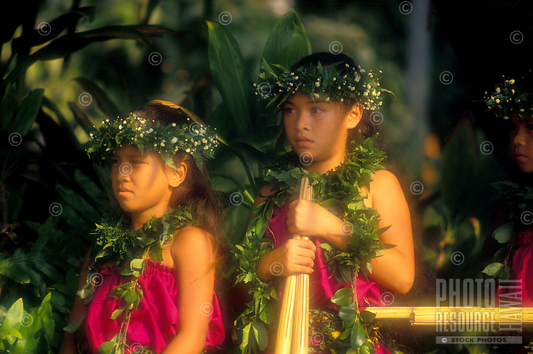 """EDITORIAL ONLY. Children with """"""""puili"""""""" (split bamboo), hula implements. Big Island"""