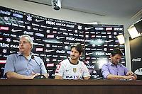 SAO PAULO, SP, 11 JANEIRO 2013 - APRESENTAÇÃO ALEXANDRE PATO CORINTHIANS O jogador Alexandre Pato é apresentado pela diretoria do Corinthians na sala de imprensa do CT Joaquim Grava, zona leste da cidade de São Paulo (SP), nesta sexta-feira (11), como novo reforço para a temporada 2013. FOTO ALE VIANNA - BRAZIL PHOTO PRESS.