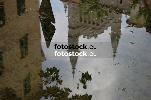 reflection of the church in the fountain of the Plaza Espa&ntilde;a<br /> <br /> reflecci&oacute;n de la iglesia Sant Bartomeu en la fuente de la Plaza Espa&ntilde;a en S&oacute;ller<br /> <br /> Spiegelung der Kirche im Brunnen der Plaza Espa&ntilde;a in S&oacute;ller