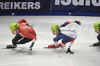 SHORTTRACK: DORDRECHT: Sportboulevard Dordrecht, 24-01-2015, ISU EK Shorttrack, Bence BÉRES (HUN | #33), Tristan NAVARRO (FRA | #22), ©foto Martin de Jong