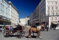 Oesterreich, Salzburger Land, Salzburg: Mit dem Fiakerl durch die Altstadt | Austria, Salzburger Land, Salzburg: A Fiakerl ride through Down Town