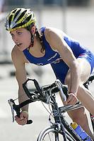 30 JUN 2007 - COPENHAGEN, DEN - Hollie Avil (GBR) en route to winning the Junior Womens title at the European Triathlon Championships. (PHOTO (C) NIGEL FARROW)