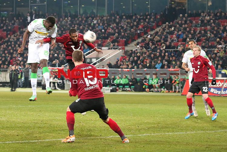 01.02.2014, HDI Arena, Hannover, GER, 1.FBL, Hannover 96 vs Borussia M&ouml;nchengladbach, im Bild<br /> <br /> 2 zu 1 Mlapa Peniel<br /> <br /> Foto &copy; nordphoto / Rust