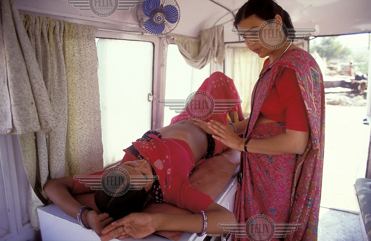 © Peter Barker/Panos Pictures..India, Rajasthan...Doctor counselling pregnant mother in a mobile clinic.