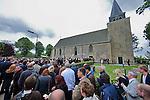 Nederland, Achlum, 28-05-2011 CONVENTIE VAN ACHLUM. Drukte voor de Dorpskerk.FOTO: Gerard Til / Hollandse Hoogte