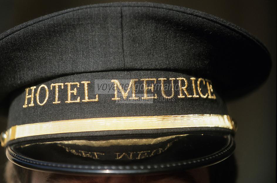 """Europe/France/75/Paris: Hotel """"Meurice """" 228 rue de Rivoli - la casquette du voiturier"""