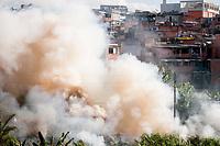 SAO PAULO, SP, 21.04.2020 : CPTM Linha 7 Rubi - Incendio atinge mata ao lado dos trilhos da linha 7 Rubi da Cptm  na tarde desta terca - feira (21), no bairro de Perus zona noroeste da cidade de Sao Paulo. (Foto: Roberto Costa/Codigo 19/Codigo 19)