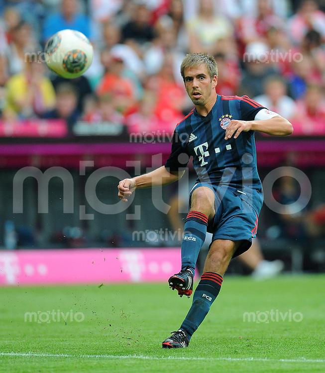 Fussball  International  Uli Hoeness Cup  Saison 2013/2014    FC Bayern Muenchen 2-0 FC Barcelona   24.07.2013 Philipp Lahm (FC Bayern Muenchen) am Ball