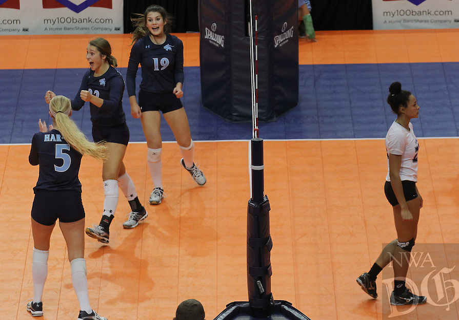 Arkansas Democrat-Gazette/BENJAMIN KRAIN --10/29/16--<br /> Fayetteville vs Springdale Har-Ber in the Class 7A State Volleyball Finals