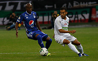 MANIZALES - COLOMBIA, 31-01-2019: Juan Pablo Nieto (Der.) jugador del Once Caldas disputa el balón con Millonarios    durante partido por la fecha 2 Liga Águila I 2019 jugado en el estadio Palogrande de la ciudad de Manizales. / Juan Pablo Nieto (R) player of Once Caldas fights for the ball with  Millonarios during the match for the date 2 of Aguila League 2019  played at the Palogrande Stadium in Manizales city. Photo: VizzorImage / Santiago Osorio / Contribuidor