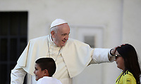 Papa Francesco accarezza una bambina al suo arrivo all'udienza generale del mercoledi' in Piazza San Pietro, Citta' del Vaticano, 11 settembre, 2019.<br /> Pope Francis caresses a child as he arrives to lead his weekly general audience in St. Peter's Square at the Vatican, on September 11, 2019.<br /> UPDATE IMAGES PRESS/Isabella Bonotto<br /> <br /> STRICTLY ONLY FOR EDITORIAL USE