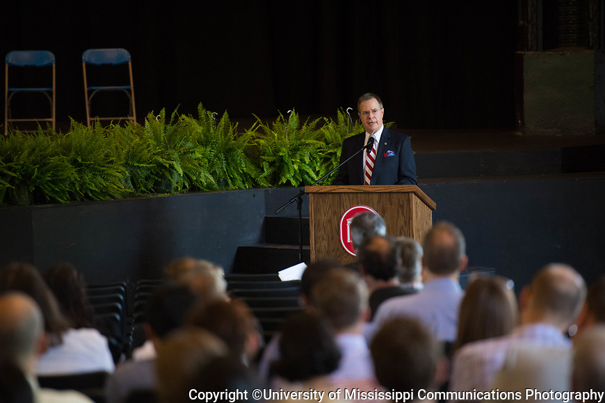 Chancellor Vitter addresses the faculty.  Photo by Kevin Bain/University Communications Photography.