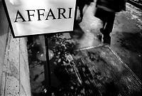 """milano, un cartello in centro città con la scritta """"affari"""" --- milan, a display in downtown with the word """"business"""" written on it"""