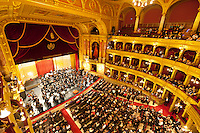 Hungary, Budapest: State Opera House (Magyar Allami Operahaz) interior with Budapest Philharmonic Orchestra | Ungarn, Budapest: Ungarische Staatsoper (Magyar Állami Operaház) mit dem Budapester Philharmonie-Orchester