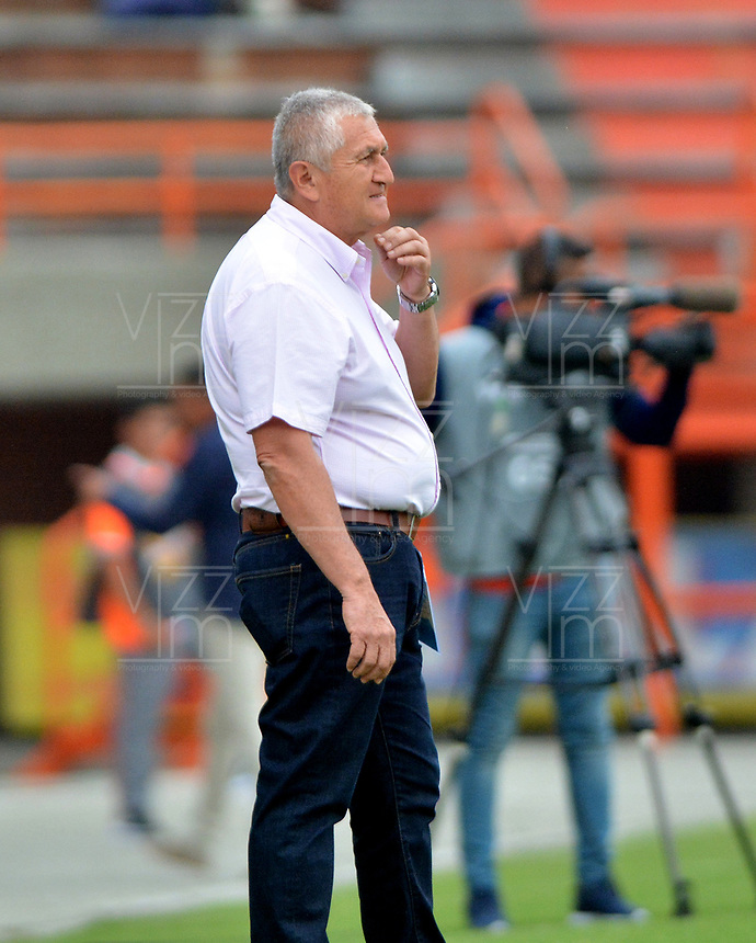 ENVIGADO - COLOMBIA, 23-02-2019: Eduardo Lara, técnico de Envigado F. C., durante partido entre Envigado F. C. y Patriotas Boyacá de la fecha 6 por la Liga Águila I 2019, en el estadio Polideportivo Sur de la ciudad de Envigado. / Eduardo Lara, coach of Envigado F. C., during a match between Envigado F. C., and Patriotas Boyaca of the 6th date for the Leguaje Aguila I 2019 at the Polideportivo Sur stadium in Envigado city. Photo: VizzorImage / León Monsalve / Cont.