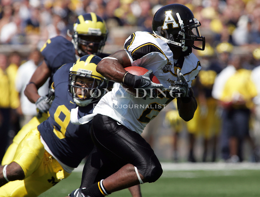 1 September 2007: Michigan safety Anton Campbell (9) misses a tackle on Appalachian State wide receiver Dexter Jackson (2) in the 2007 college football season opener game between the Michigan Wolverines and the Appalachian State Mountaineers at Michigan Stadium in Ann Arbor, MI. No. 5 ranked Michigan was upset 32-34.