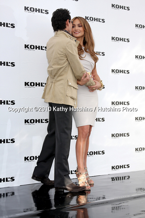LOS ANGELES - NOV 18:  Marc Anthony, Jennifer Lopez  at the press conference for Jennifer Lopez & Marc Anthony / Khols Lifestyle Brand Launch at The London Hollywood on November 18, 2010 in W. Hollywood, CA