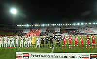 BOGOTÁ-COLOMBIA-20-05-2015. Jugadores de Santa Fe e Internacional durante los actos protocolarios previo alpartido de ida entre Independiente Santa Fe de Colombia y Internacional de Porto Alegre, Brasil, por cuartos de final de la Copa Bridgestone Libertadores 2015 jugado en el estadio Nemesio Camacho El Campin de la ciudad de Bogota. / Players of Santa Fe and Internacional during the formal events prior the first leg match between Independiente Santa Fe of Colombia and Internacional of Porto Alegre, Brazil, for the final quarters of the Copa Bridgestone Libertadores 2015 played at Nemesio Camacho El Campin stadium in Bogota city.  Photo: VizzorImage/ Gabriel Aponte /Staff