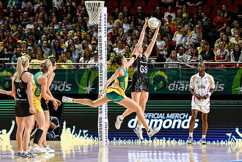 09.10.2016. Qudos Bank Arena, Sydney, Australia. Constellation Cup Netball. Australia Diamonds versus New Zealand Silver Ferns. New Zealands Bailey Mes  beats Australias Sharni Layton to the ball. The Diamonds won the game 68-56.