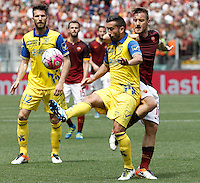 Calcio, Serie A: Roma vs ChievoVerona. Roma, stadio Olimpico, 8 maggio 2016.<br /> ChievoVerona's Giampiero Pinzi, center, is challenged by Roma's Francesco Totti during the Italian Serie A football match between Roma and ChievoVerona at Rome's Olympic stadium, 8 May 2016.<br /> UPDATE IMAGES PRESS/Isabella Bonotto