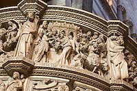 Italy, Tuscany, Pisa: Detail of Pulpit, sculpted by Giovanni Pisano, inside the Duomo | Italien, Toskana, Pisa: Dom, Innenansicht, Details der Kanzel, erstellt von Giovanni Pisano