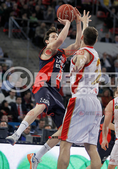 Caja Laboral Baskonia's Thomas Heurtel (l) and CAI Zaragoza's Pedro Llompart during Spanish Basketball King's Cup match.February 07,2013. (ALTERPHOTOS/Acero)