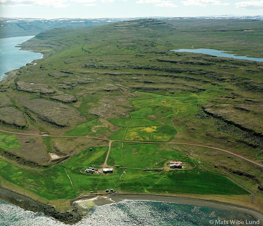 Svansvík séð til suðurs, Svansvík eldri í eyði ofar í túni, Súðavíkurhreppur áður Reykjarfjarðarhreppur /.Svansvik viewing south,  the former Svansvik farm was further up in the fields. Sudavikurhreppur former Reykjarfjardarhreppur