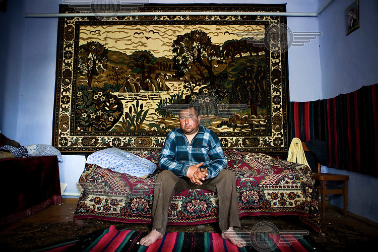 Farmer Chirioghe Petrovici lives alone in the village of Dezghingea in Gagauzia an autonomous region of Moldova. His brother has gone to Western Europe to work, but Chirioghe has stayed in his home village even though his only income is derived from a horse and carriage that he rents to his neighbours.