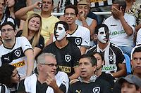 RIO DE JANEIRO, RJ, 22 JULHO 2012 - CAMP. BRASILEIRO - BOTAFOGO X GREMIO -  Torcedores do Botafogo em jogo pela 11 Rodada do Campeonato Brasileiro,marcando a estreia do jogador Seedorf, do Botafogo, no estadio Engenhao, neste domingo, 22. (FOTO: MARCELO FONSECA / BRAZIL PHOTO PRESS).