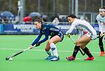 AMSTELVEEN - Stella van Gils (Pin) met Leiah Brigitha (A'dam)    tijdens de hoofdklasse competitiewedstrijd dames, Pinoke-Amsterdam (3-4). COPYRIGHT KOEN SUYK