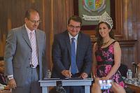 SAN JUAN DEL RIO.,QRO. 24 DE JUNIO DEL 2017.- Se lleva acabo la sesión cabildo por el aniversario de San Juan del Río, donde se hace la cancelación del sello postal conmemorativo, y reconocieron a a 4 personas sobresalientes de este municipio.